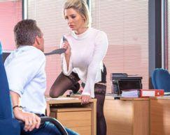 Sexo no trabalho: Posições que vão te deixar com vontade