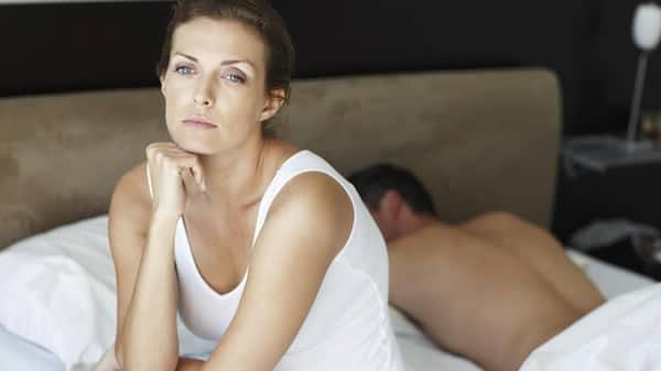 Mulheres desconfiadas que tem o marido gay