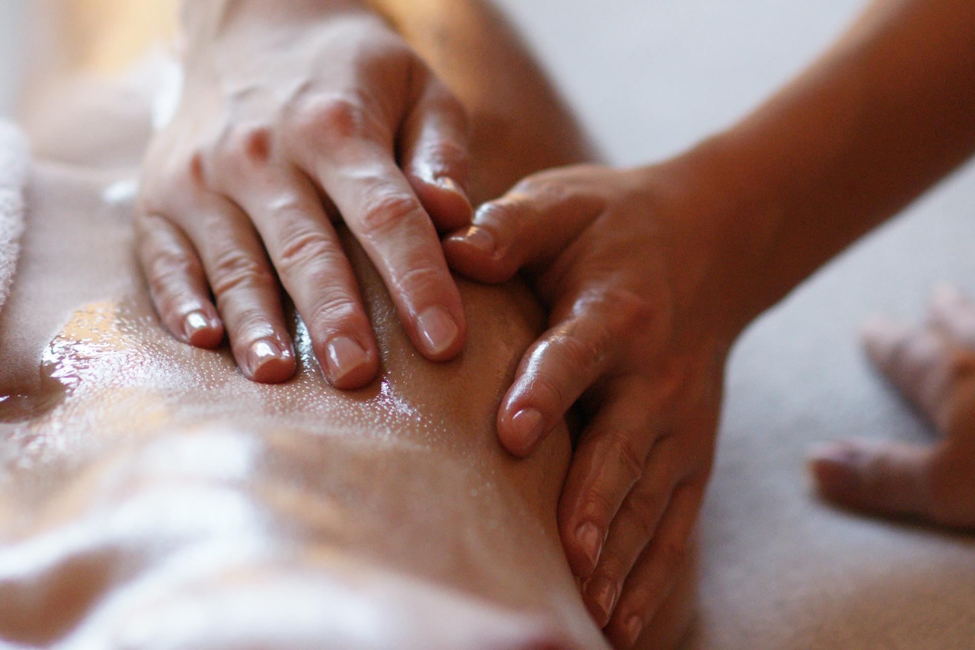 Massagem tântrica: tudo sobre esta técnica!